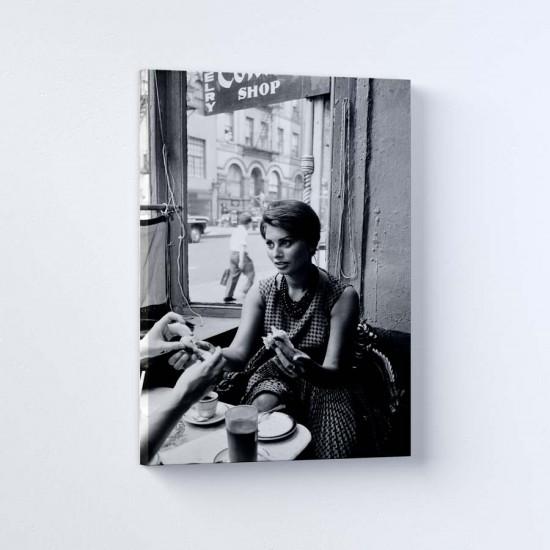 София Лорен в Ню Йорк 2 - Постер в рамка или канава с черно бяла снимка