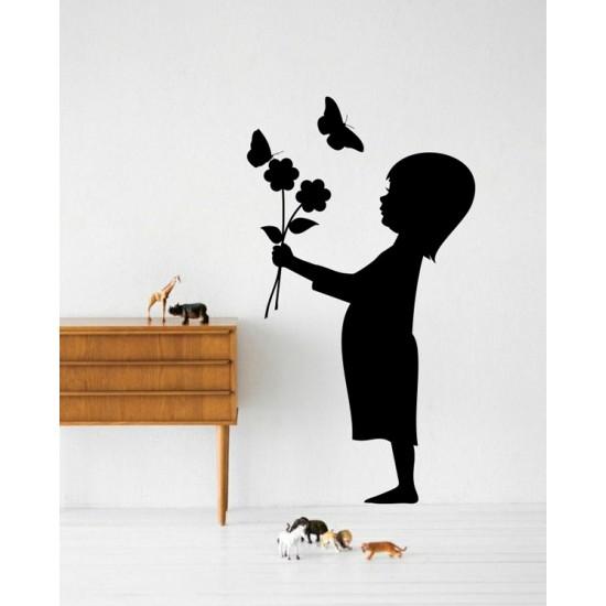 Дете с цветя стикер за стена