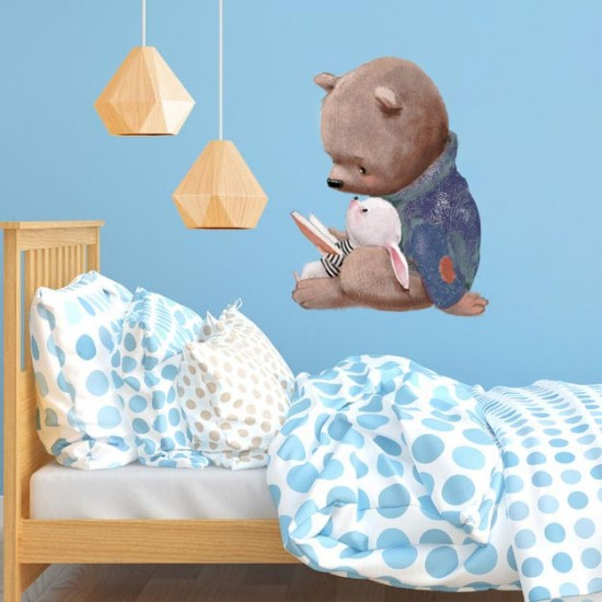 Приятели четат книжка - детски стикер за стена