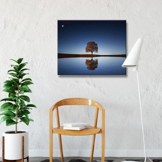 картина с Луна и дърво