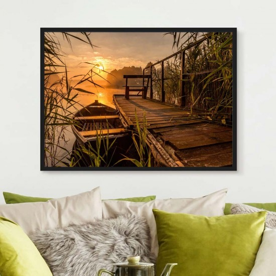 Самотен пристан с рибарска лодка - Фото картина